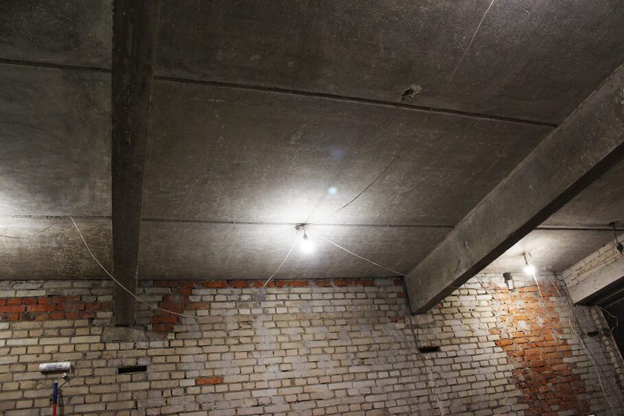 Очистка потолка от краски и шпаклевки