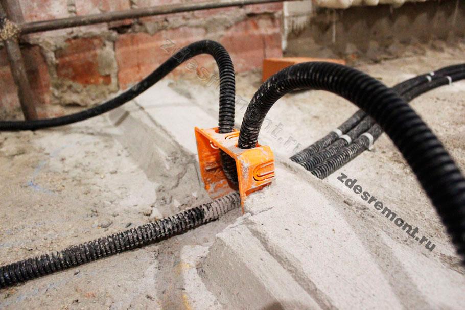 Как ввести кабели в стену снизу