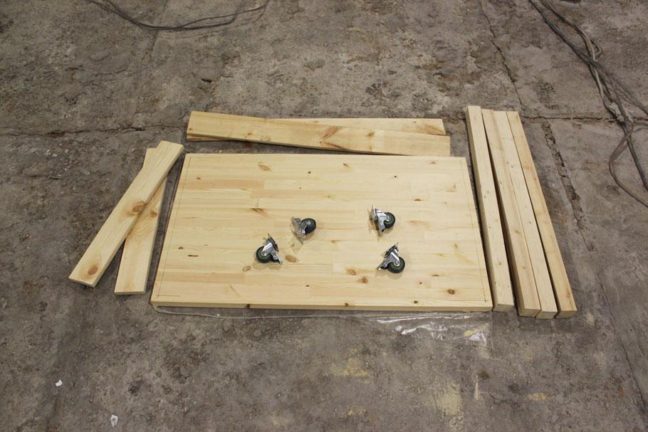 сборка рабочего стола на колесах для ремонта квартиры
