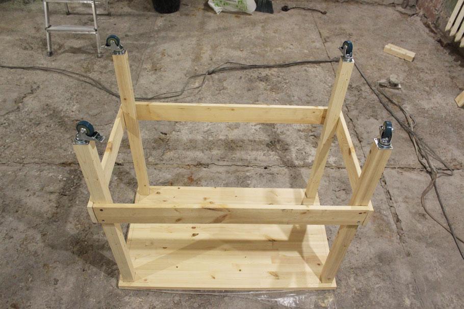 стол для ремонта на колесах